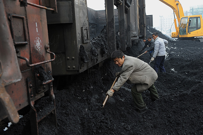 Coal has stoked a recovery in China Railway Corp.'s freight volume, which rose to 1.82 billion tons in the first six months of this year. Photo: Visual China