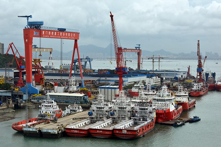Chinese shipbuilders received new orders totaling 11.51 million deadweight tons, down 29% from the same period in 2016, while their order backlog dropped 30.5% from a year earlier. Above, ships are seen on the docks of Xiamen Shipbuilding Industry Co. Ltd. in Haicang district of Xiamen, Fujian province. Photo: Visual China