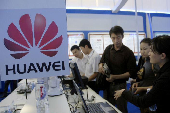Huawei Technologies Ltd. said it sold 73 million smartphones in the first half of the year, generating 105.4 billion ($15.64 billion) yuan in revenue. Above, Huawei participates in the China Hi-Tech Fair in Shenzhen in October 2007. Photo: Visual China