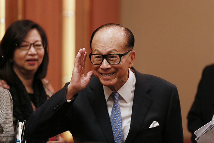 Hong Kong tycoon Li Ka-shing has agreed to sell Hutchison Global Communications to U.S.-based I Squared Capital in what some speculate is a strategy to offload assets in the region. Above, Li, chairman of CK Hutchison Holdings Ltd., waves as he leaves a news conference in Hong Kong in March 2016. Photo: Visual China