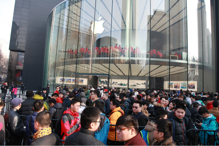 Apple Inc.'s revenue in China slid 10% year-on-year to $8.04 billion, as the nation's customers shun the latest iPhone model. Above, customers crowd outside the Apple Store in Nanjing, Jiangsu province, on March 25. Photo: Visual China