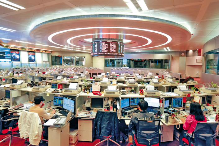 As of the end of June, the total value of Hong Kong-traded stocks held by investors in Shanghai and Shenzhen under the Stock Connect program reached $594 billion, up sharply from $211 billion a year ago. Above, the trading floor of the Hong Kong Stock Exchange is seen this month. Photo: IC