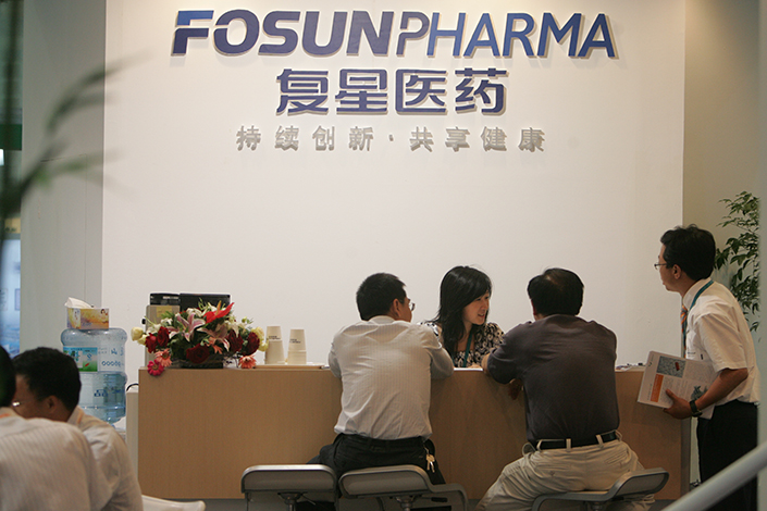 A Hong Kong unit of Shanghai Fosun Pharmaceutical (Group) Co. Ltd. and Shanghai Pharmaceuticals Holding Co. Ltd. have submitted separate nonbinding bids for U.S.-based Arbor Pharmaceuticals LLC. Above, Fosun Pharmaceutical hosts a booth at a medical exhibition in Shanghai in June 2008. Photo: Visual China