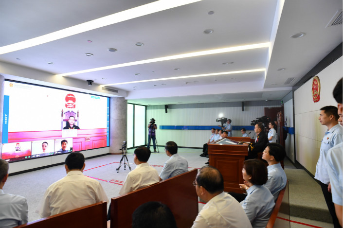 The Hangzhou Internet Court hears a case on Friday, its first day of operation. The court, which hears cases emerging from online disputes, is China's first court specializing in internet-related claims. Photo: IC