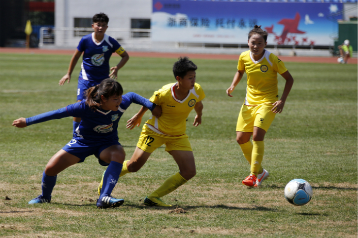 Lander Sports Development Co. Ltd. has announced a series of moves that it says will help finance its plans to build sporting villages. Above, the Zhejiang Lander soccer team plays the Sichuan team in August 2016 in Tengzhou, Shandong province. Photo: IC