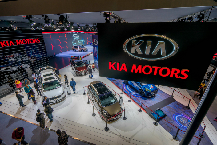 International politics, market challenges and branding issues are hurting the sales of South Korean automakers Hyundai Group and Kia Motor Corp. in China. Above, visitors to the 14th China International Automobile Exhibition in Guangzhou, Guangdong province, examine the Kia display in November. Photo: IC