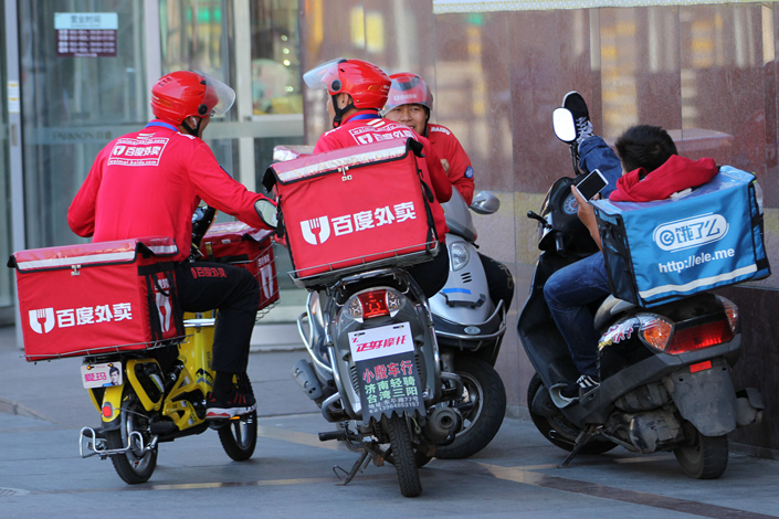 Alibaba-backed Ele.me agreed to buy the Waimai food-delivery division of internet search giant Baidu Inc., a deal that follows several efforts by Baidu to offload the unprofitable unit for more money. Above, red Baidu Waimai and blue Ele.me delivery vehicles are a common site on Chinese streets. Photo: IC