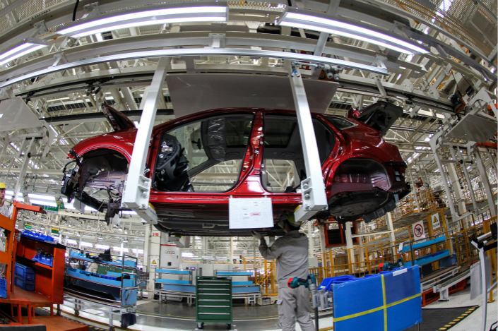 Renault-Nissan and Dongfeng Motor will team up to make electric vehicles in Central China. The new project is slated to start production in 2019 at Dongfeng's plant in Shiyan, Hubei province. Above, an SUV gets built at the Dongfeng-Nissan plant in the northeastern city of Dalian in October 2014. Photo: Visual China