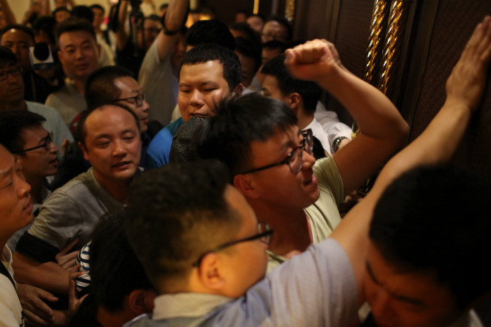 """LeEco attributed its first-half loss to bad publicity and a tarnished brand, which in recent months has led to a """"fluctuation in user loyalty."""" Above, LeEco creditors gather at the registration area of the company's extraordinary general shareholders meeting in Beijing on July 17. Photo: IC"""