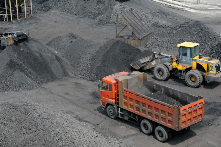The National Development and Reform Commission has proposed a rule to control companies' coal stockpiles to subdue the wild swings that occur in the price of the fossil fuel. Photo: Visual China