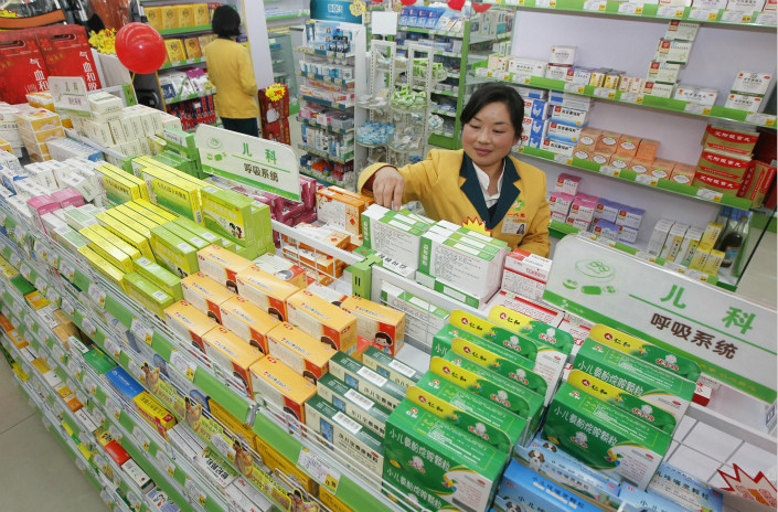 JD.com Inc.'s new partnership with eight drug distributors and wholesalers will take advantage of JD.com's logistics muscle and cloud computing technology. Above, a drugstore in Kunming, Yunnan province, displays its medicines in November 2013. Photo: Visual China