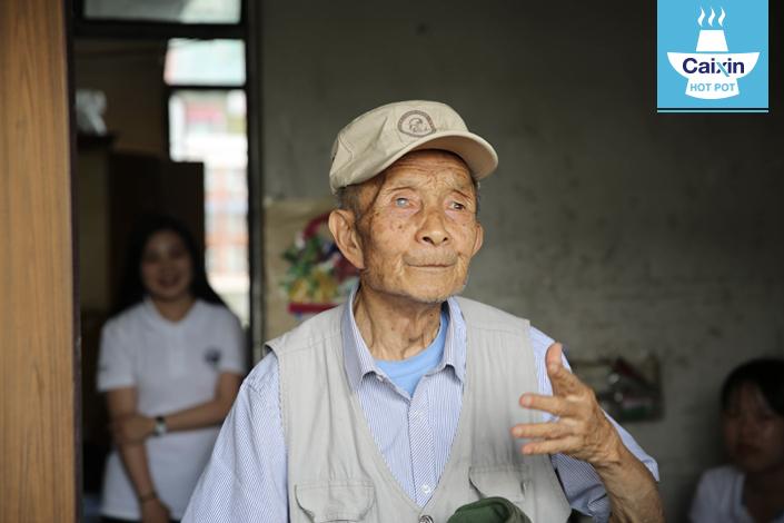 Wang Bingqiu, 94, served as an interpreter for the Kunming-based U.S. 14th Air Force during World War II. Photo: Tan Jianguo/Fudan University
