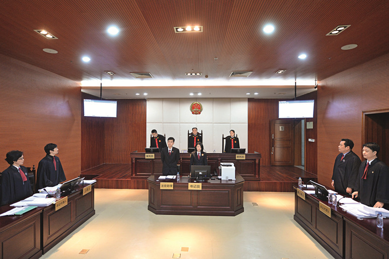 The No. 1 circuit court in Shenzhen has received 949 civil and commercial cases since its inauguration in January 2015 as a judicial reform pilot. Above: The No. 1 circuit court opens its first hearing on March 2, 2015.