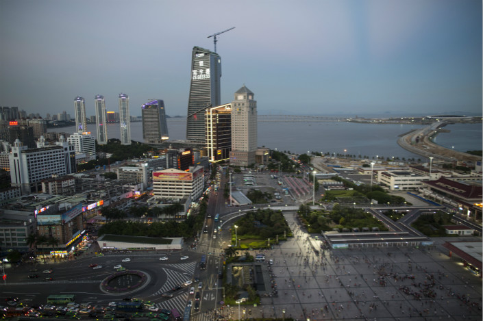 Li Zezhong, the mayor of the city of Zhuhai (above), is under investigation for an overseas deal that lost millions of yuan for the state company where he once held high positions. Photo: IC