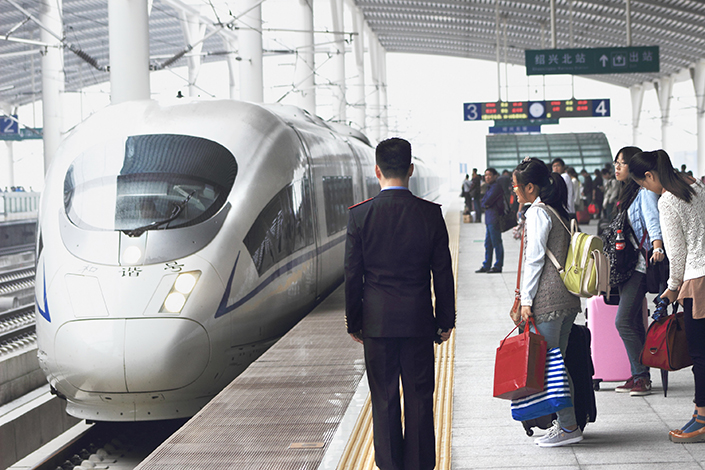 A planned 269-kilometer (167-mile) railway line in Zhejiang province will link the provincial capital of Hangzhou with the city of Shaoxing. Above, travelers wait for the high-speed train at the Shaoxing north station in Zhejiang province in October 2013. Photo: Visual China