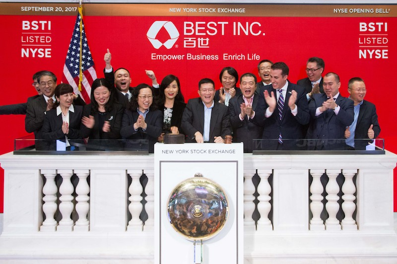 Best Inc. founder and CEO Johnny Chou, joined by members of the company, rings the opening bell at the New York Stock Exchange. Photo: NYSE