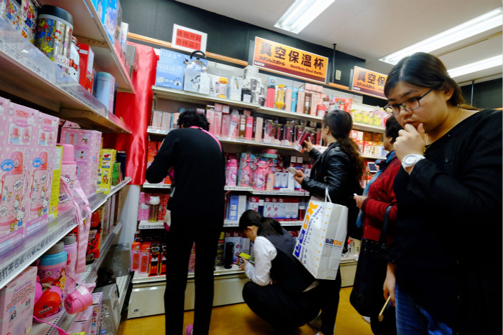 Tighter tax rules on imported consumer goods bought online have been postponed in part to dissuade people from going abroad to shop, as the pictured Chinese visitors to Japan are doing, according to a Ministry of Commerce spokesman. Photo: Visual China