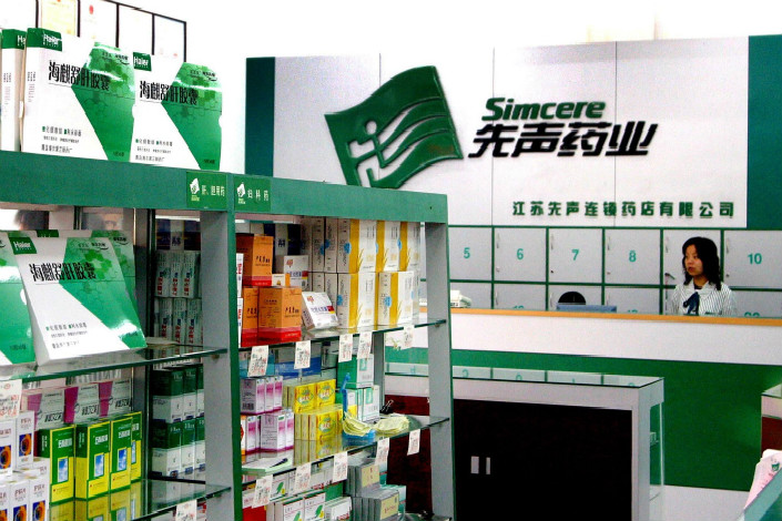 The new deal between Amgen Inc. and Simcere Pharmaceuntical Group comes as China develops increasingly ambitious plans for its drug sector, especially in biopharmaceuticals. Above, Simcere products are displayed at a store in Nanjing. Photo: Visual China