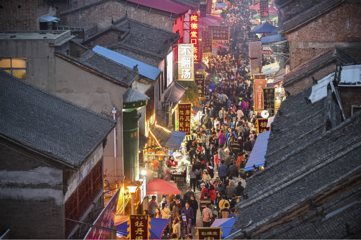 Six out of 10 Chinese people traveling during the upcoming holiday will stay on the Chinese mainland, like the pictured tourists visiting the old town of Luoyang, Henan province, a major increase over the October holiday last year. Photo: Visual China