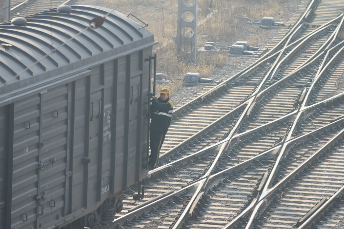 Only 10.2% of the 2.7 billion tons of cargo that is moved in or out of the Beijing-Tianjing-Hebei region every year is transported by rail. Nearly 85% is delivered by motor vehicle, contributing to the region's severe air pollution problem. Photo: IC