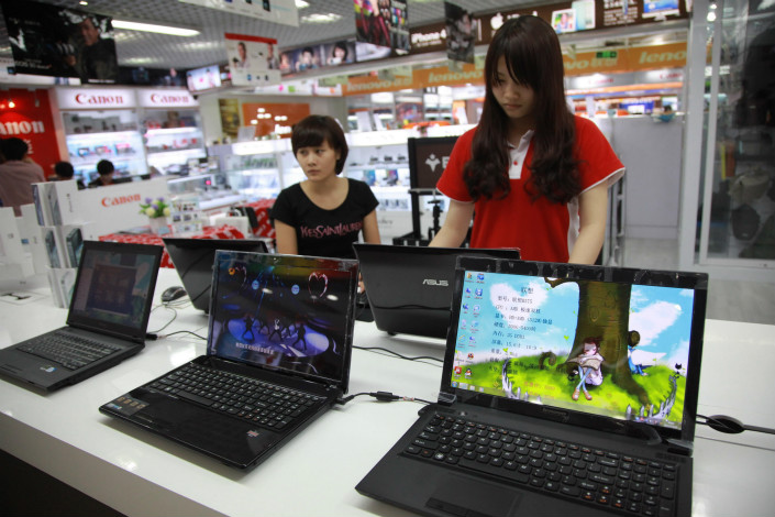 Qudian Inc. is one among a new generation of private fintech companies that use the internet and big data as a major part of their business model for providing financial services like loans to young people to buy computers. Above, a college student shops for a laptop at a mall in Haikou, Hainan province. Photo: Visual China