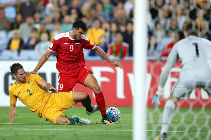 A sponsorship deal involving a subsidiary of Wuhan DDMC Culture Co. Ltd., which will be the sole agent responsible for finding third-tier Asia sponsors for the World Cup, is the latest in a series of FIFA collaborations with Chinese partners. Above, Milos Degenek of Australia (left) tackles Omar Al Soma of Syria during a 2018 FIFA World Cup Asian Playoff match at ANZ Stadium on Oct. 10 in Sydney. Photo: Visual China