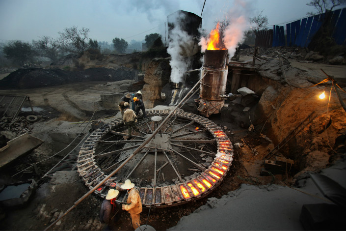 More than 100 steel makers in four cities in northern China make up a quarter of the country's steel production capacity. Under a new government action plan, these companies, including one in Tangshan, Hebei province (pictured), must keep the utilization rates of their blast furnaces under 50% during the winter heating season. Photo: Visual China
