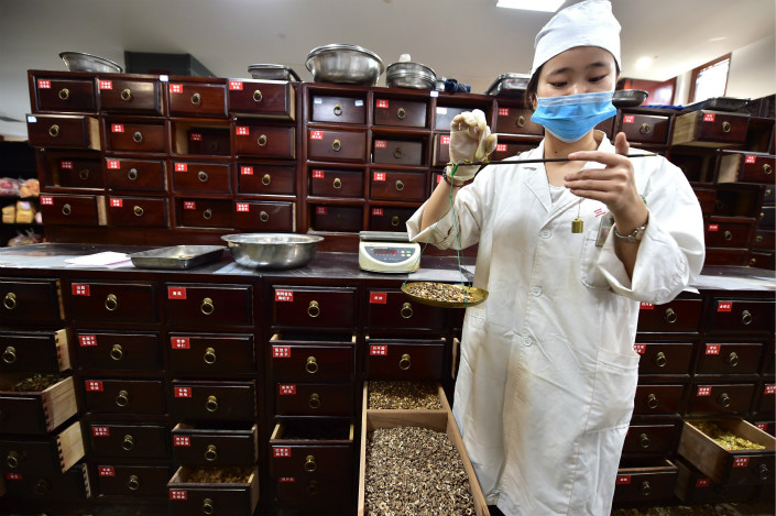 The China Food and Drug Administration is questioning a study that links aristolochic acid, often used in traditional Chinese medicine, to liver cancer. Photo: Visual China
