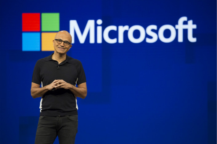 The day after he met with China's president, Microsoft CEO Satya Nadella paid a call on Xiaomi Inc., a local smartphone-maker. Xiaomi formed a major alliance with Microsoft last year, taking over about 1,500 patents from the U.S. giant in what both sides called the start of a long-term partnership. Photo: Visual China