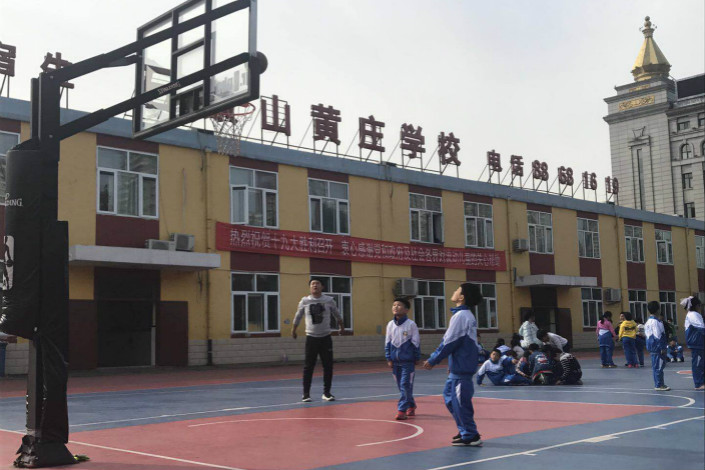 While Shijingshan Huangzhuang School has recieved a notice from the local education authority reading that it must shut down by late January, the authority told Caixin that it is awaiting instructions from the district government on the issue. Photo: Fan Shuo/Caixin