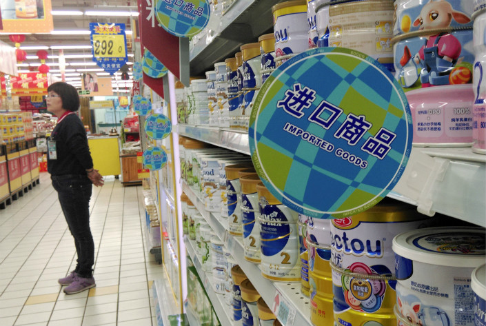 Families with 2- to 3-month-olds in Hong Kong and on the Chinese mainland spend on average $304 and $286 per month on infant formula, the highest among parents globally. Photo: Visual China