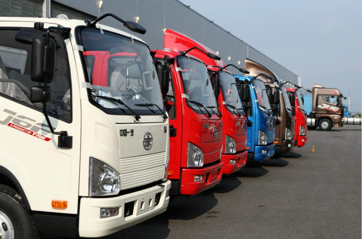 These online services, which allow truckers to find cargos using a smartphone app, have helped to eliminate independent contractors and delays as drivers no longer need to waste hours in parking lots in search of the next dispatch.  Photo: Visual China
