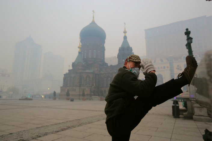 The concentration of PM2.5 particulates in the northeastern city of Harbin soared from 35 micrograms per cubic meter to 622 micrograms per cubic meter in mid-October due to the rampant burning of farm waste in the surrounding province of Heilongjiang. Photo: IC
