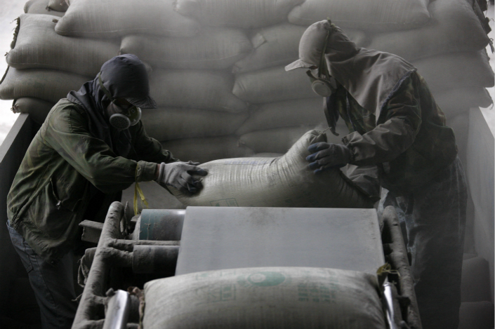 China's Cement Price Index rose to 143.8 on Thursday, the highest level so far this year and up more than 41 points from the same day last year. The index was at 117 on Nov. 1. Photo: Visual China
