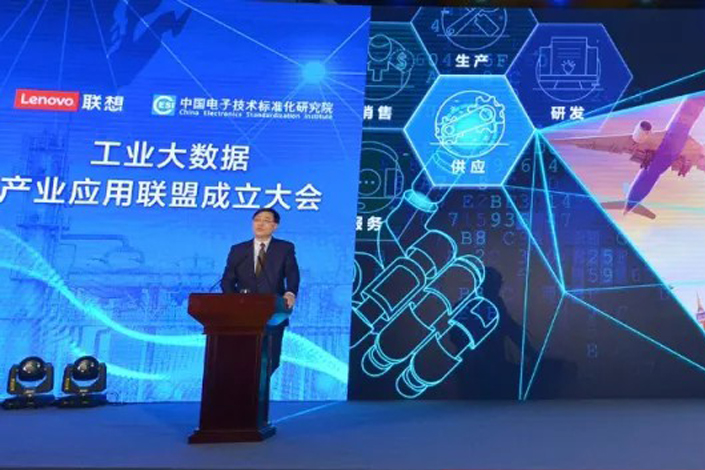 Lenovo Group Chairman and CEO Yang Yuanqing speaks at the inaugural meeting of the Industrial Big Data Industry Application Alliance in Beijing on Friday. The group brought together more than 80 names from the high-tech and manufacturing sectors for its first meeting. Photo: Lenovo