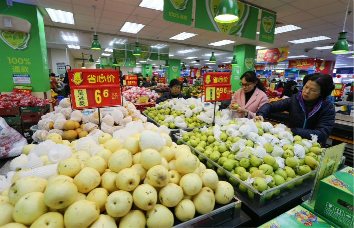 A newly announced blockchain food tracking program in China addresses record-quality issues in the country's current system. Above, Walmart customers buy fruit in Kunming, Yunnan province, on Jan. 22. Photo: Visual China