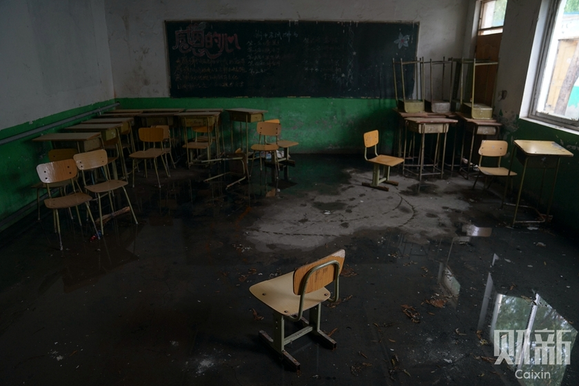 Zhiquan School in Changping district, Beijing, was demolished on Aug.1. Above is a photo from an abandoned classroom. Photo: Yang Yifan/Caixin