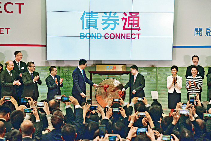 Offshore institutional investors are still not particularly keen about participating in the Bond Connect market-access program with Hong Kong. Above, the program officially launches in Hong Kong on July 3. Photo: Visual China