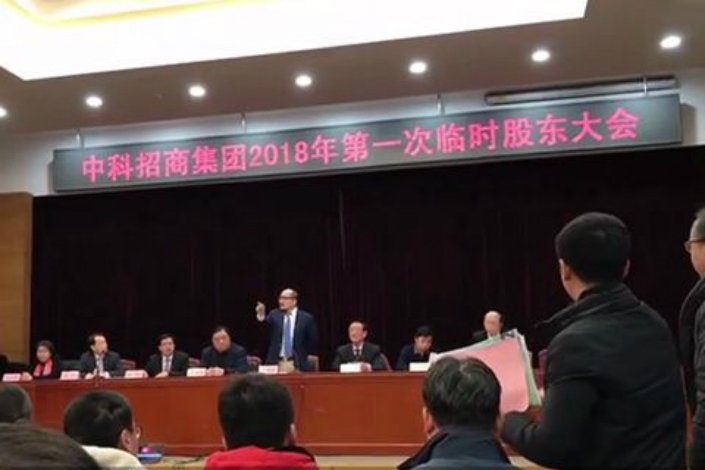 At a tense shareholder meeting on Tuesday, investors repeatedly interrupted a speech by company President Shan Xiangshuang. Some complained that they bought the company's stock for 18 yuan a share when it debuted in February 2015, only to see its value plummet. Photo: Liu Caiping/Caixin