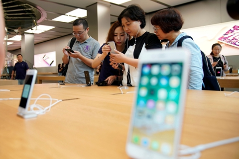 China is now Apple's third largest market in sales after U.S. and Europe. Photo: Visual China