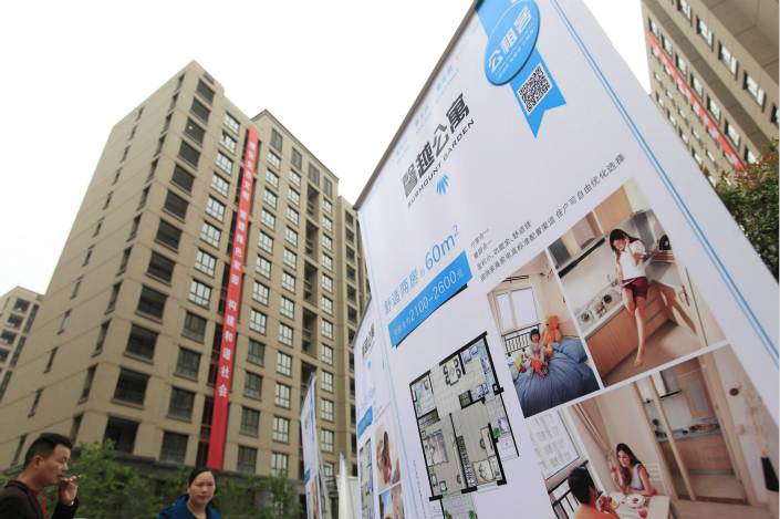 In their search for ways to benefit from the government's rental housing drive, some banks have turned to acting as intermediaries between tenants looking for long-term housing at a guaranteed price and the big property-developer landlords who want money upfront. Photo: Visual China