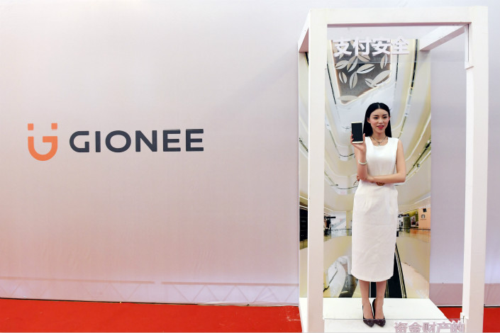 Gionee Communication Equipment Co. Ltd. released its new M6 and M6 Plus models in Zhengzhou, Henan province, on Jan. 6. The smartphone-maker is planning to introduce its products to more Central and Southeast Asia nations this year. Photo: Visual China