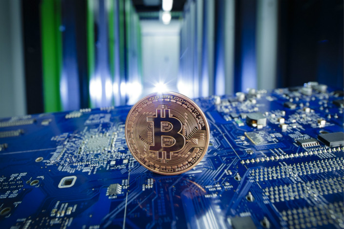 Bitcoin fell as low as $10,195 early Wednesday Beijing time, amid a slump of the world's top 20 cryptocurrencies that began earlier in the week. Photo: Visual China