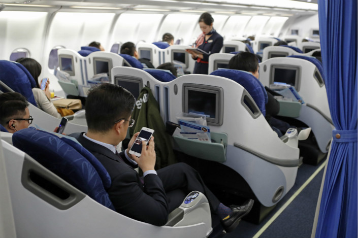 The lifting of a ban on electronic devices during flights came after a series of reform moves aimed at decentralizing the decision-making powers in the sector. Photo: Visual China