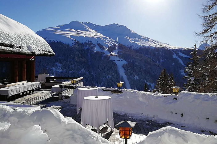 Mountains shine with fresh fallen snow on second day of World Economic Forum in Davos, Switzerland. Photo: Yang Ge/Caixin