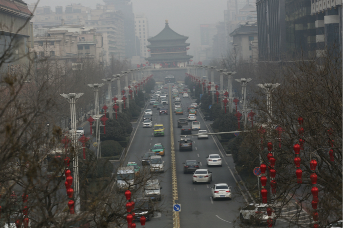 Heavy pollution engulfs Xi'an, Shaanxi province, on Jan. 17. Newly released court records show that four government employees in Xi'an had tampered with air quality monitoring equipment 28 times in February and early March 2016. Photo: VCG