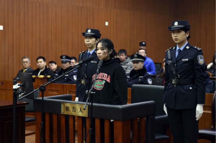 Mo Huanjing stands trial at Hangzhou Intermediate People's Court Thursday. The day before she started the fire, she stole a luxury watch from her employer, pawned it and lost all the money gambling. Photo: VCG