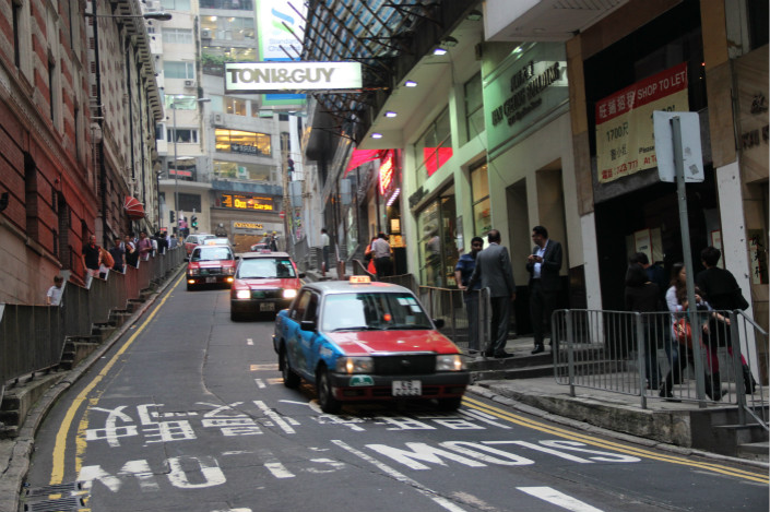 Hong Kong taxis drive down the city's Wyndham Street in August 2016. Didi said more than half of Hong Kong's taxi drivers — nearly 20,000 — had already used its platform for ride-hailing, serving over 600,000 passengers. Photo: IC