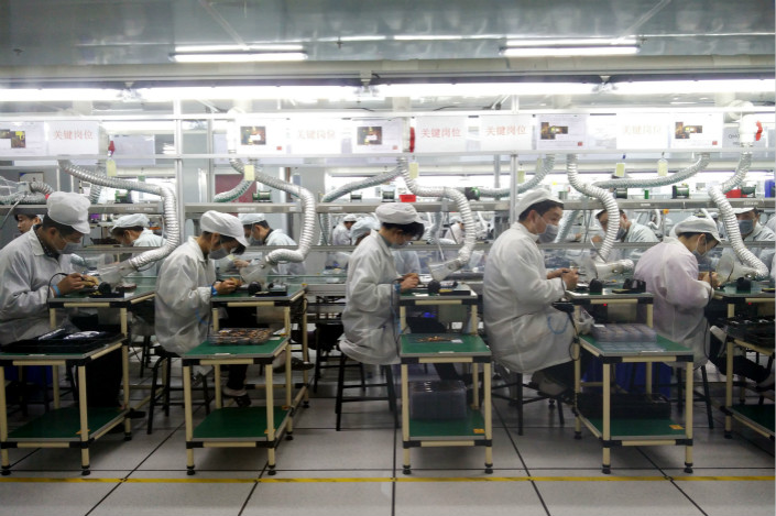 A Foxconn cellphone factory production line is seen in Zhengzhou, Henan province, on Dec. 7. Hon Hai Precision Industry Co. Ltd., which trades as Foxconn, hopes to use the money it raises by listing a major unit on the Shanghai Stock Exchange to develop technologies such as 5G and the internet of things. Photo: VCG