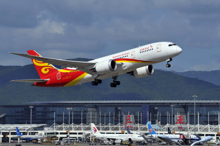 A Suparna Airlines jetliner takes off from Sanya Phoenix International Airport on Dec. 15. The loosening of ticket-pricing policy and the strong demand for air travel has given the airlines the confidence to put out undiscounted tickets at specific times.. Photo: VCG